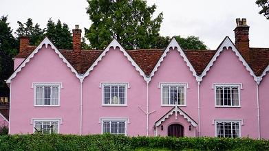 ピンク色の家.jpg
