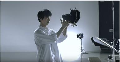 羽生結弦選手CMメイキング動画画像スケートくつ.jpg