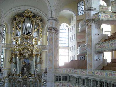 Frauenkirche_interior_2008_008_1.jpg