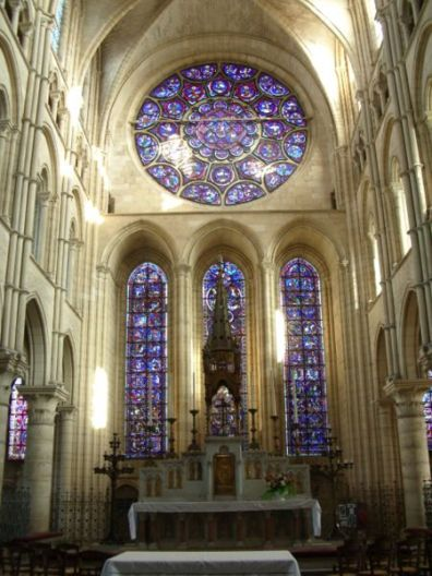 Inside the Laon's cathedral, Aisne, France.JPG