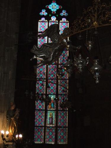 ステンドグラス プラハの聖ヴィート大聖堂a.jpg