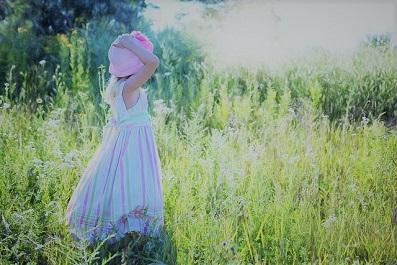 little-girl-草原2_0.jpg